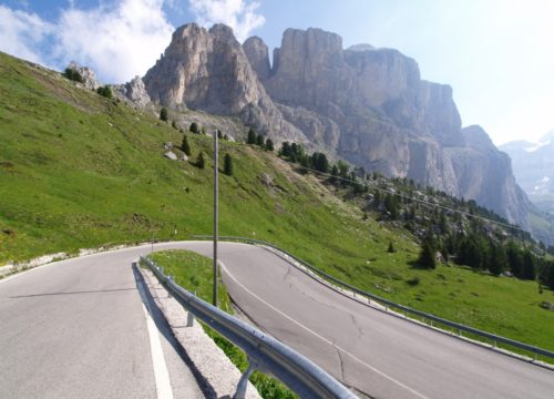 Strada nelle Dolomiti